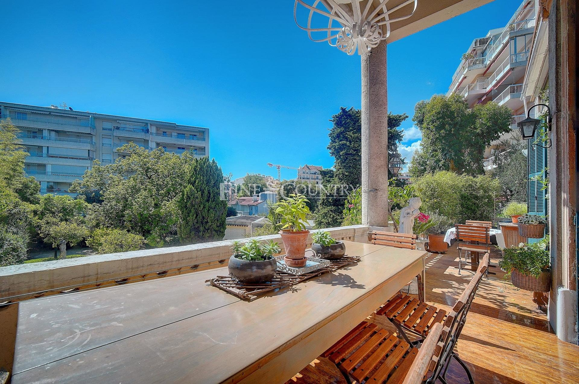 Character Apartment for sale in Cannes
