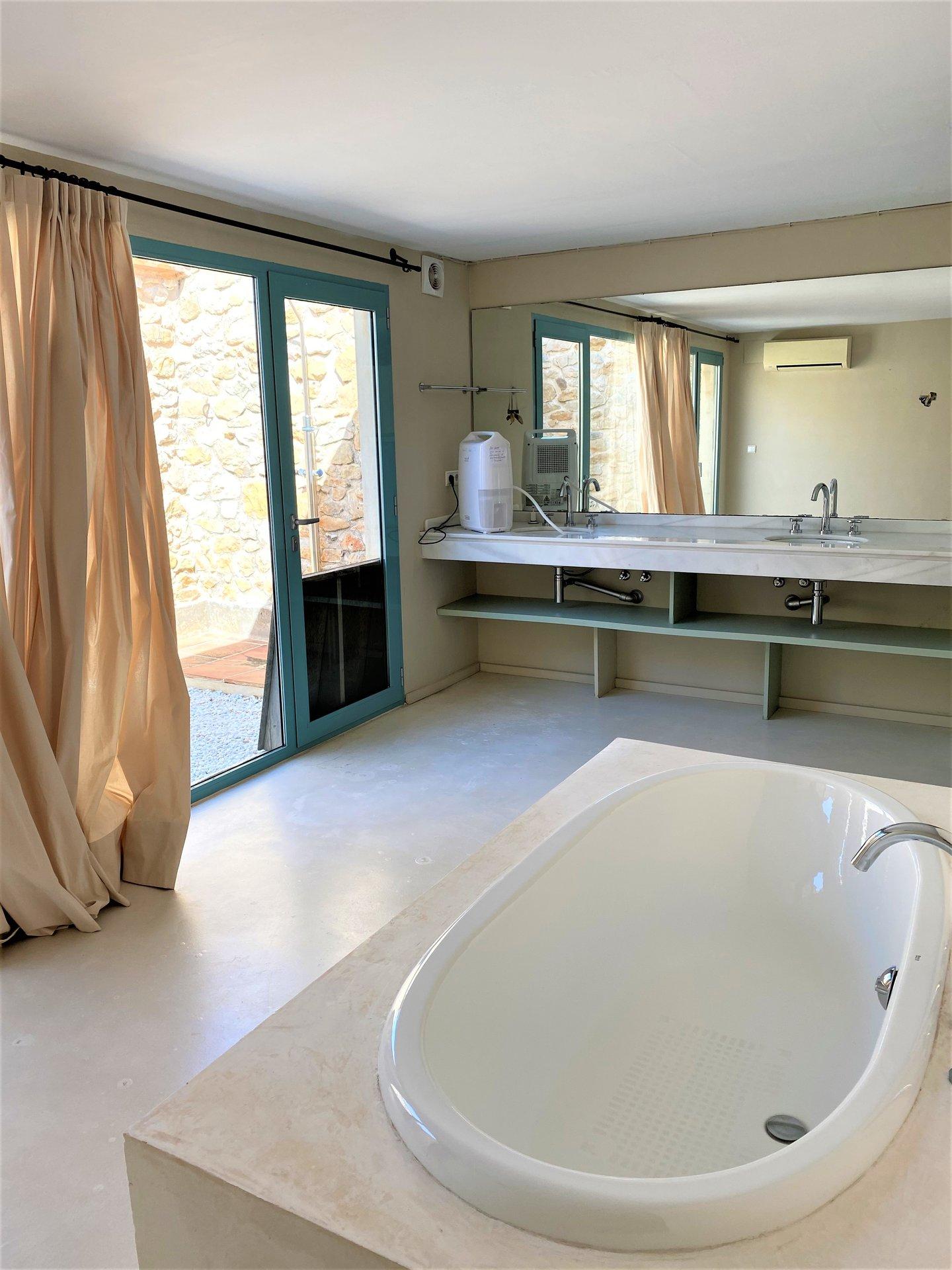 Superbe finca rénovée avec 8 chambres