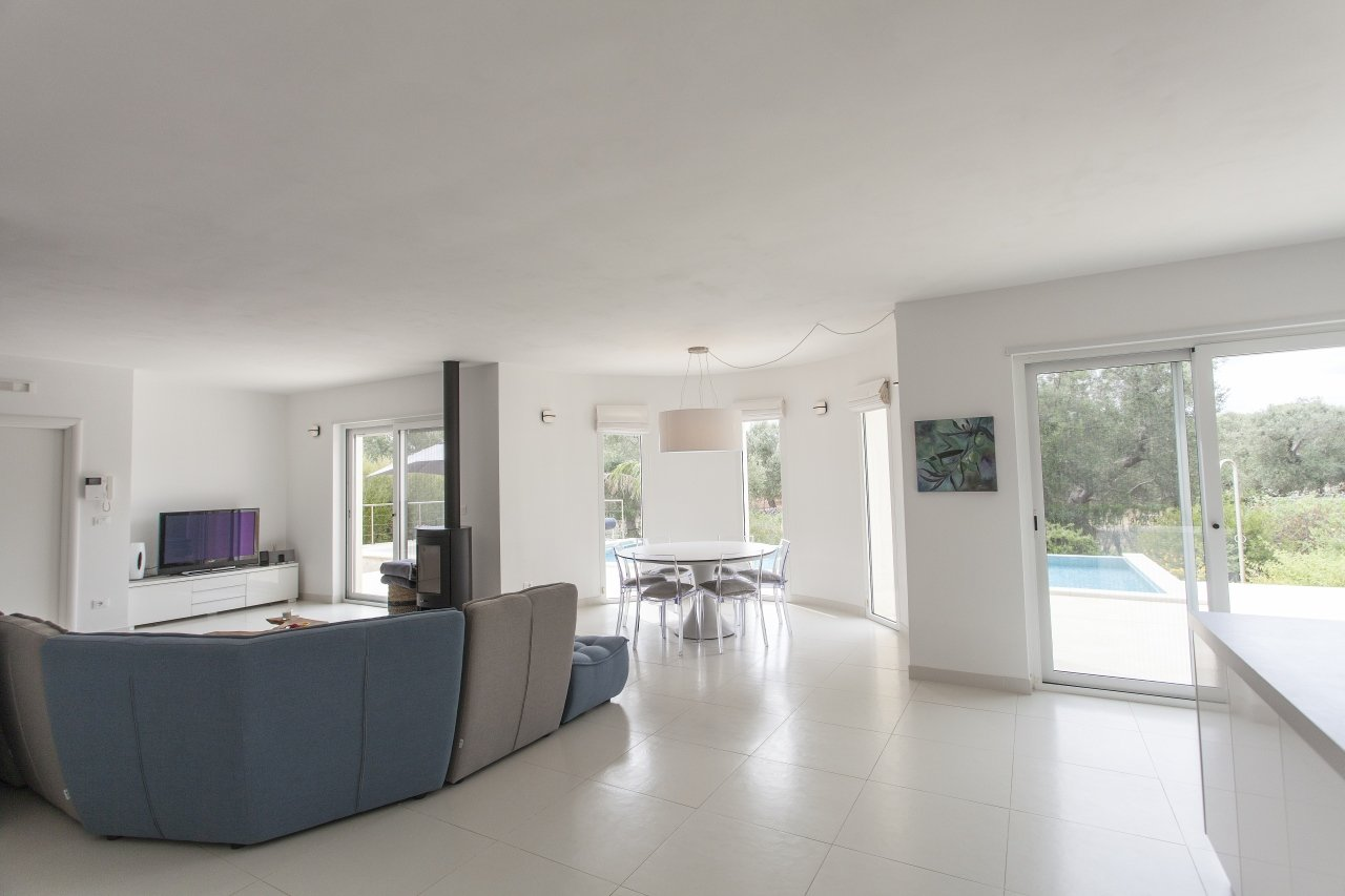 Modern villa, 3 bedrooms with private pool and garden