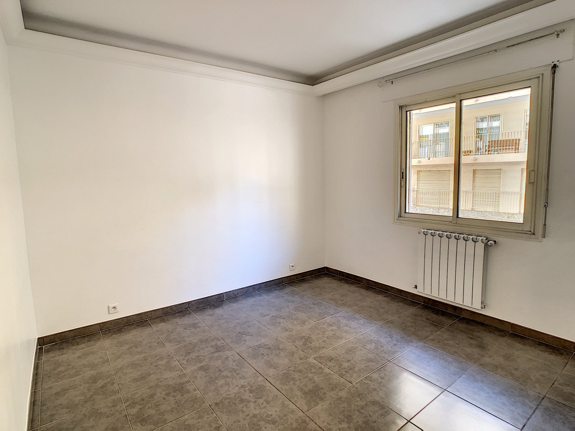LARGE 3 BEDROOMS APARTMENT OF 86M ²