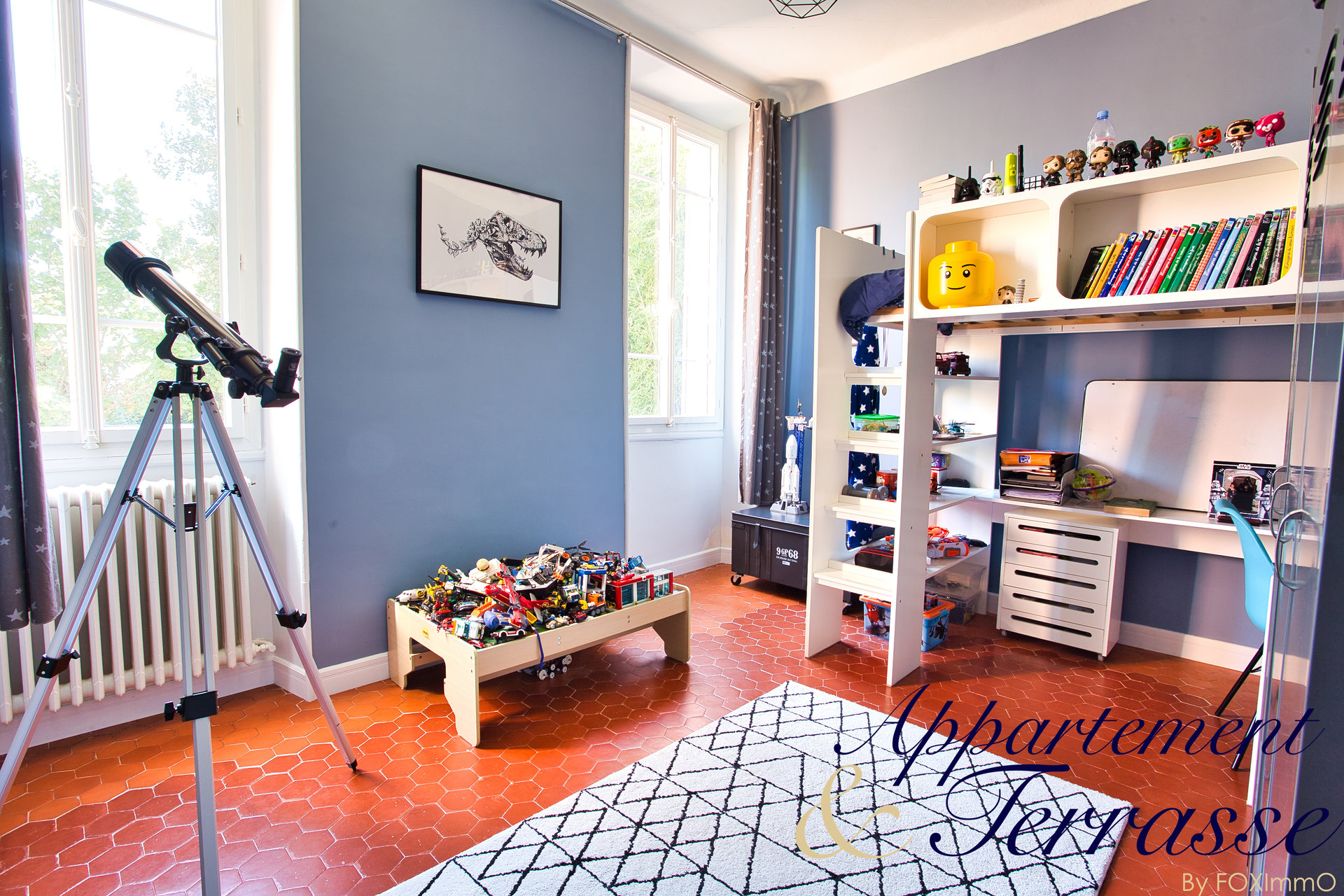 SOLD ! Bourgeois flat 140 m² with private garden and parking space