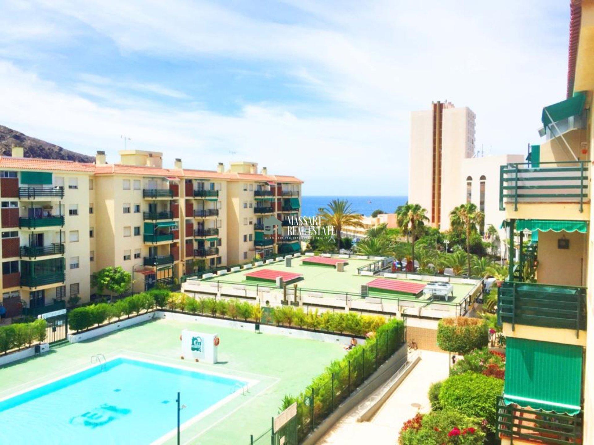 Te presentamos hoy este maravilloso apartamento en VENTA en el centro de Los Cristianos, en el complejo residencial Cristimar. ¡Muy próximo a la playa!