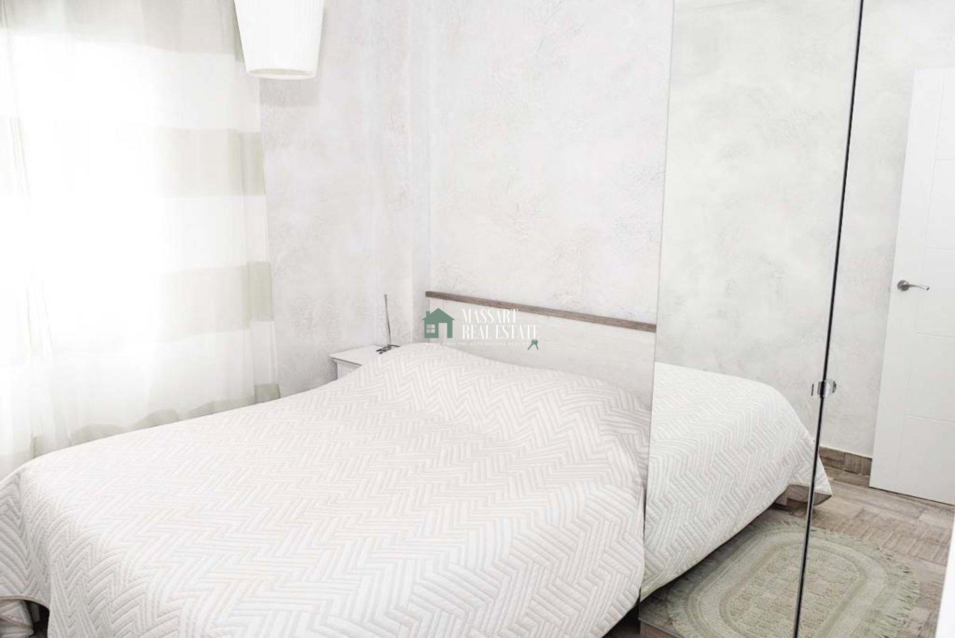 Wir präsentieren Ihnen heute diese wunderbare Wohnung zum Verkauf im Zentrum von Los Cristianos, in der Wohnanlage Cristimar. Ganz in der Nähe des Strandes!