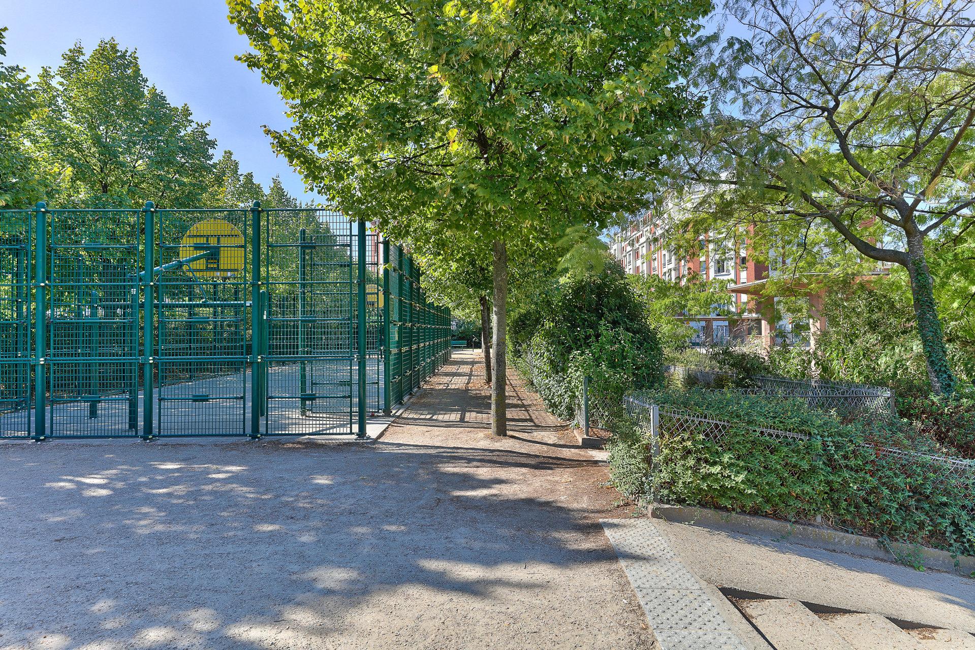 STUDIO - VUE SQUARE - PARIS 75017