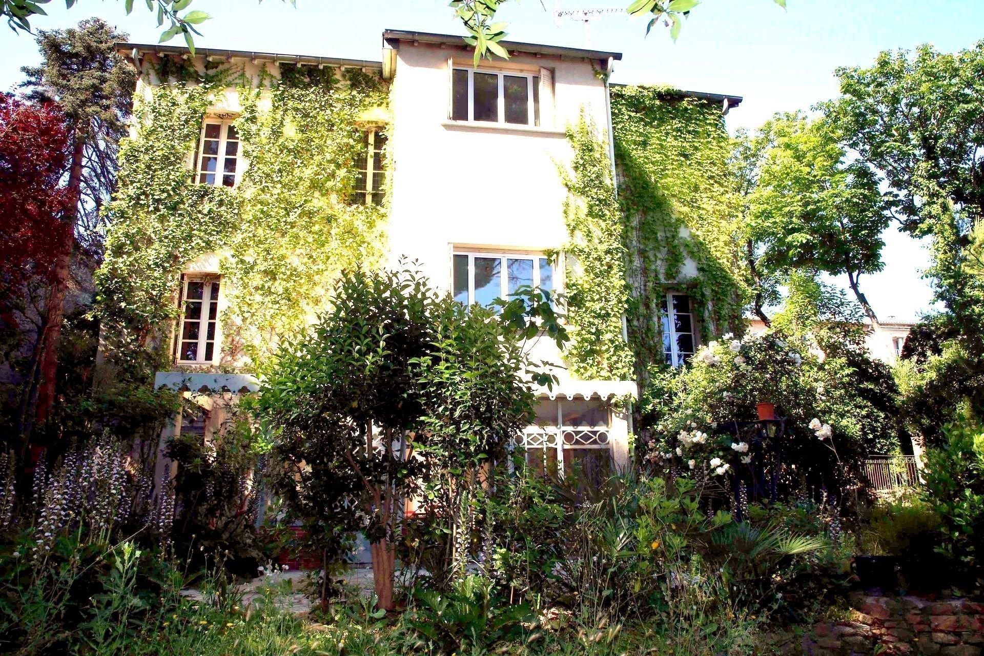Maison de maître centre GIGEAN
