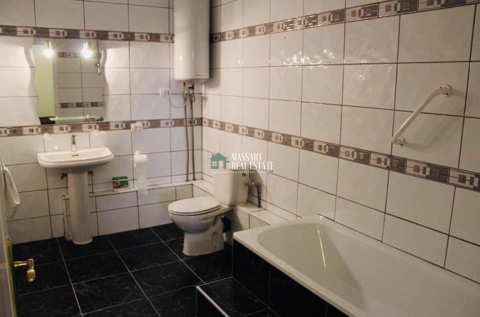 Exclusive semi-detached house of 300 m2 located in the prestigious area of El Madroñal (Costa Adeje).