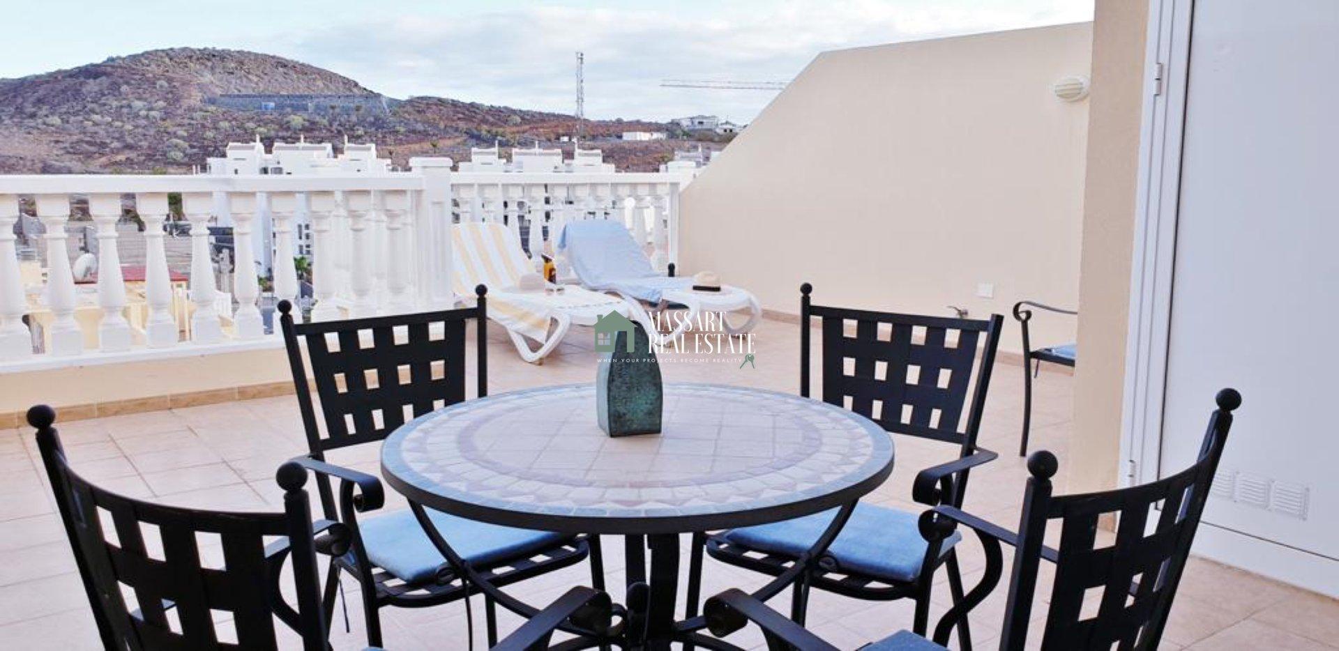 Magnifique penthouse de 134 m2 à vendre dans le complexe résidentiel Primavera (PalmMar), caractérisé par son style moderne et offrant une vue mer de rêve.