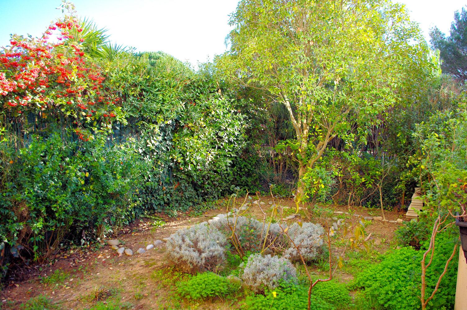 Charmant studio rez-de-jardin à Fréjus
