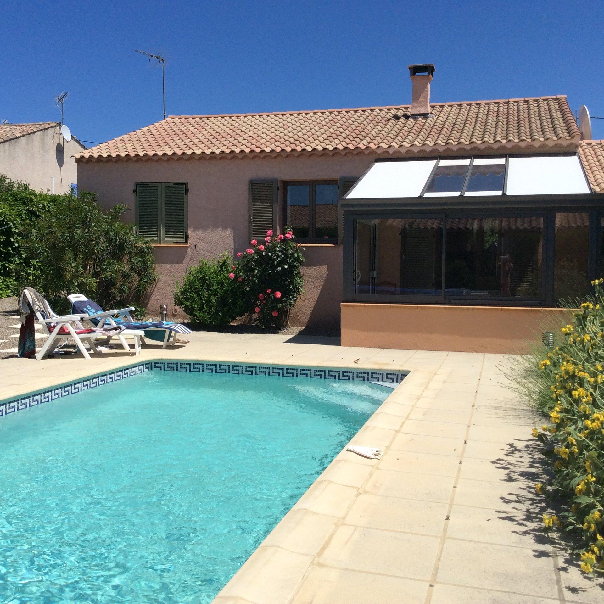 Villa de plein pied - 3 chambres, 2 salles d'eau, piscine