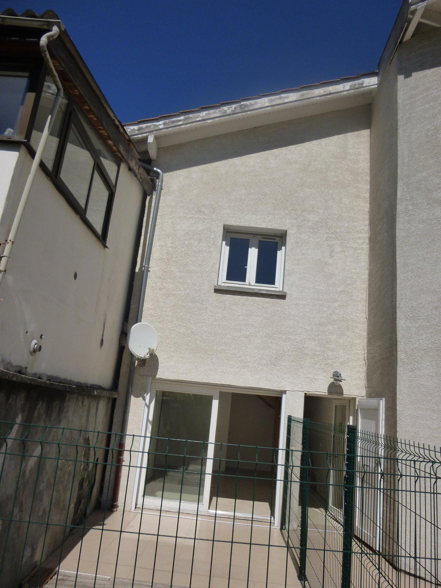 MAISON DE VILLAGE 3P+C 55 m² CLAIX