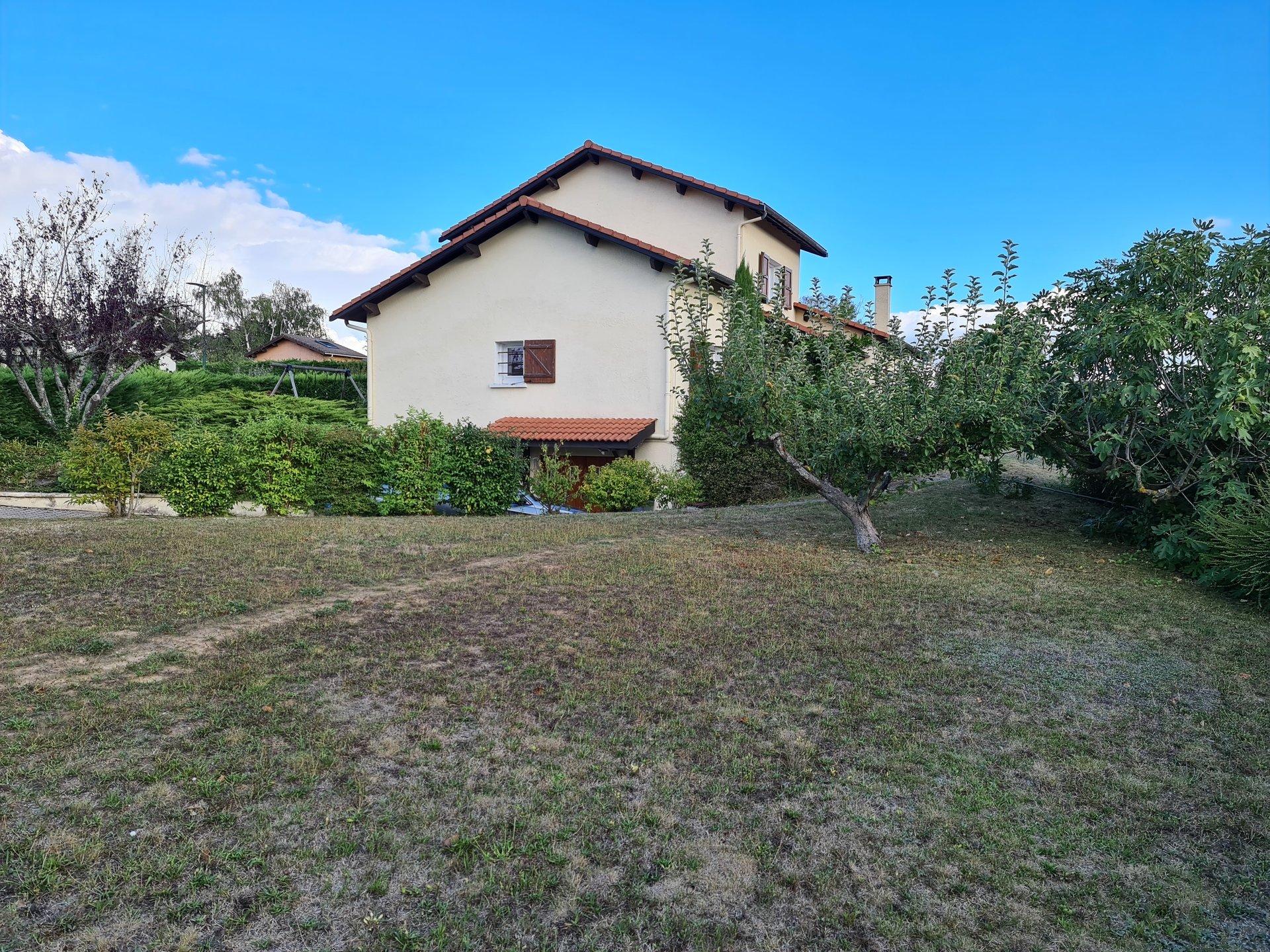 SERPAIZE, Villa T6 de 137m² avec sous-sol.