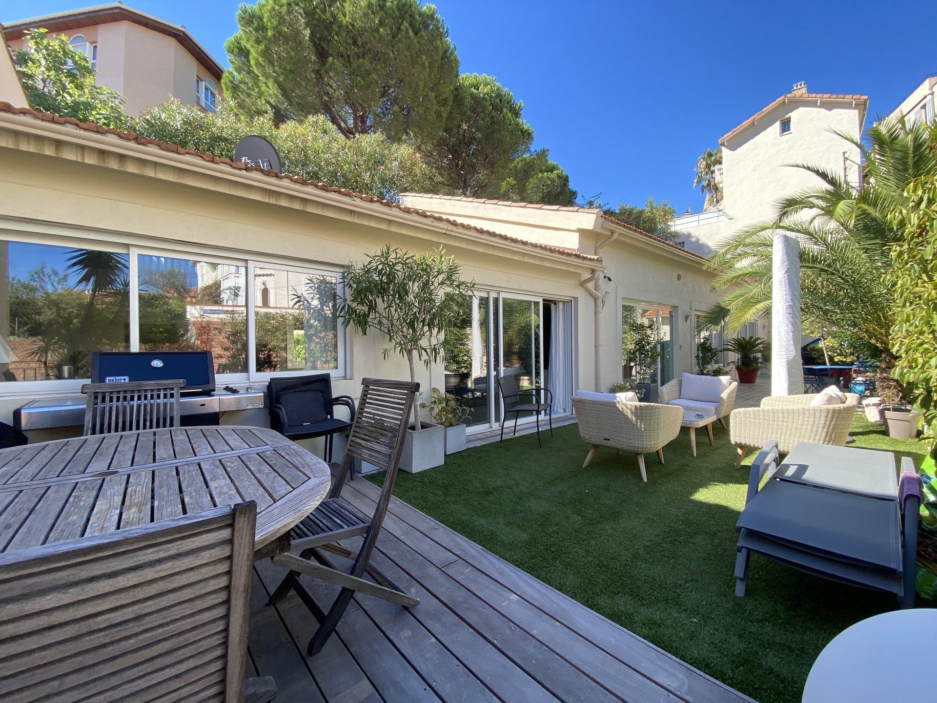 CANNES BEAUTIFUL VOLUMES FOR THIS 5 ROOMS CLOSE TO THE CENTRE