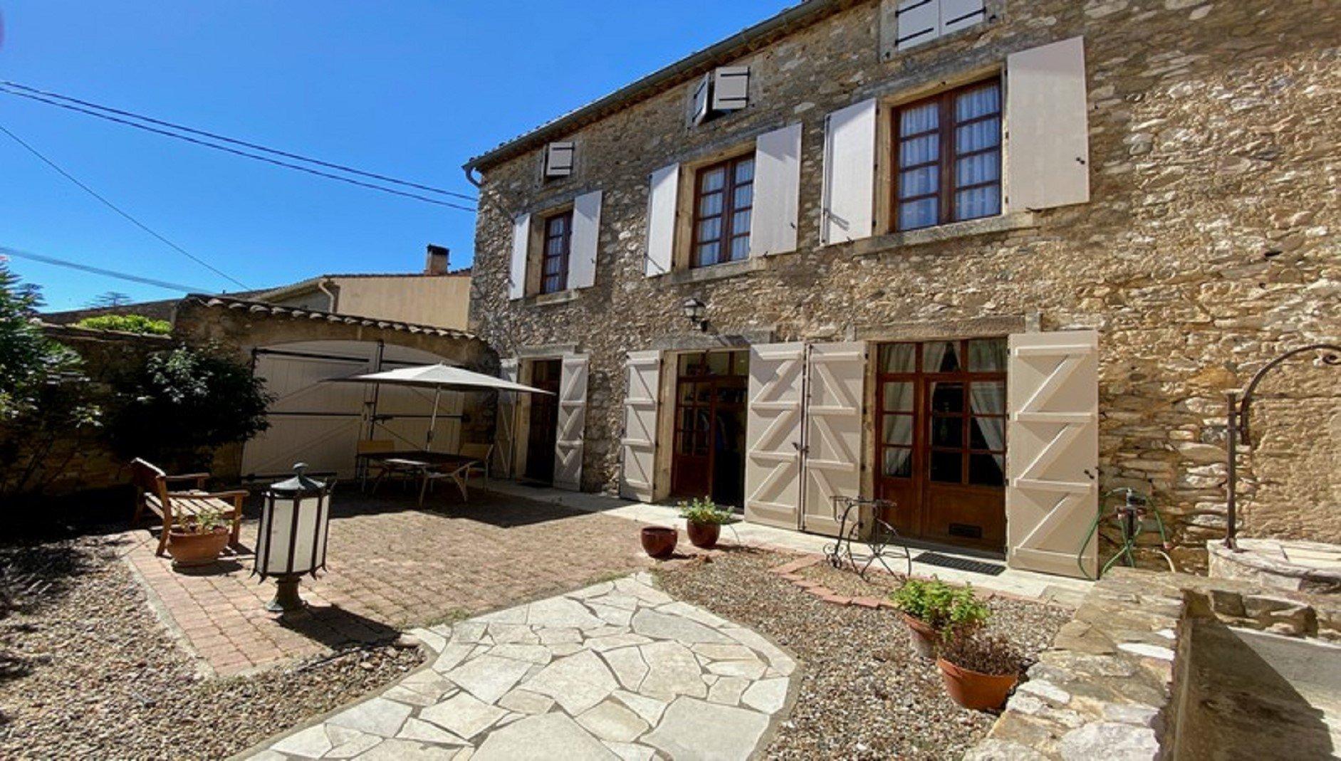 Maison de maître avec jardin et garage