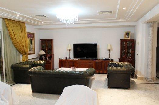 a louer une villa prestigieuse d 39 une superficie totale de 1500 m au lac 1. Black Bedroom Furniture Sets. Home Design Ideas