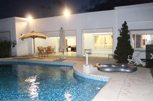 A louer une villa prestigieuse  d'une superficie totale de 1500 m² au Lac 1