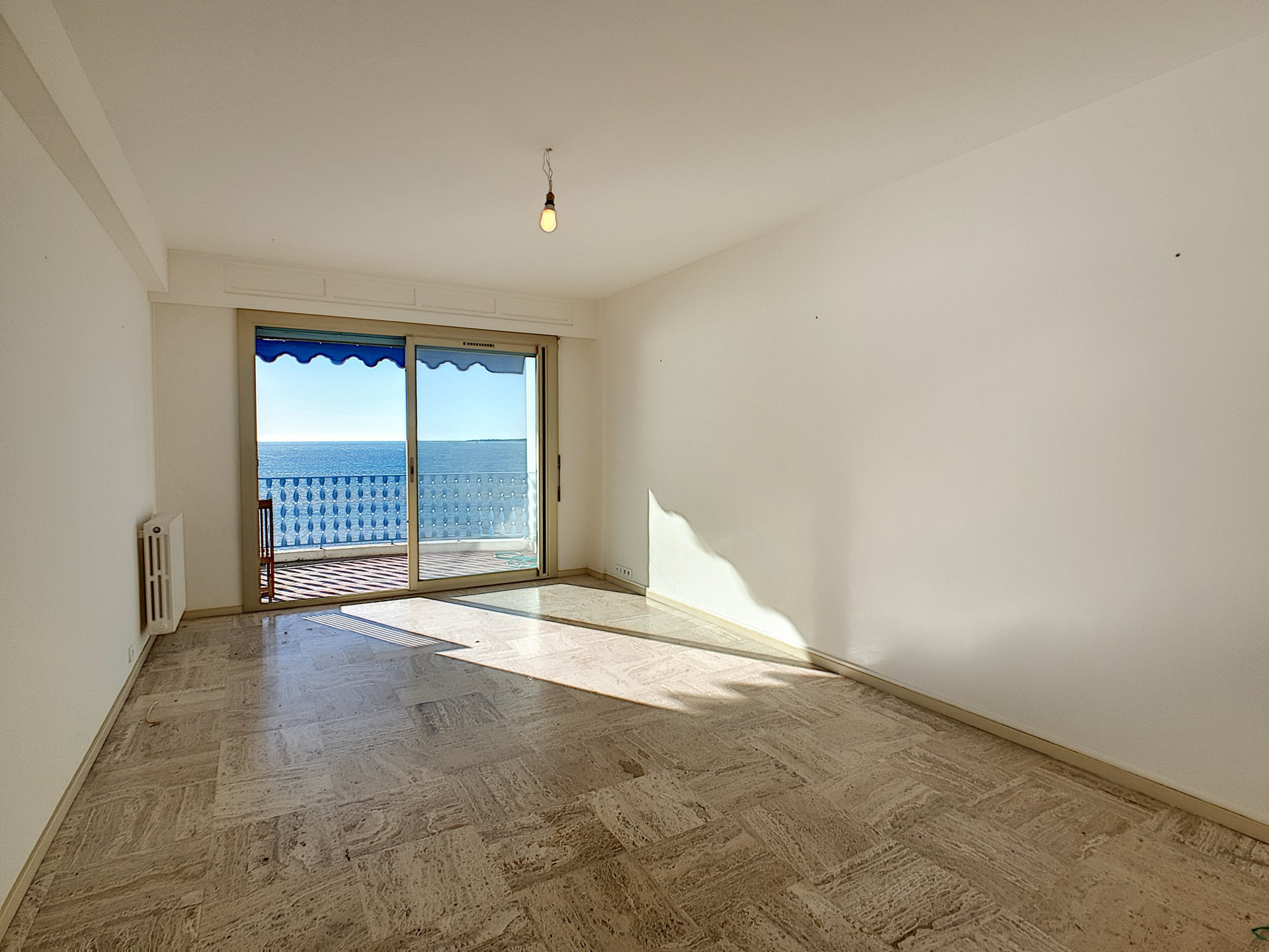 Exceptional penthouse in Juan les Pins with panoramic sea view