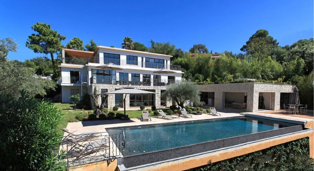 MAGNIFICENT PROPERTY WITH PANORAMIC SEA VIEW