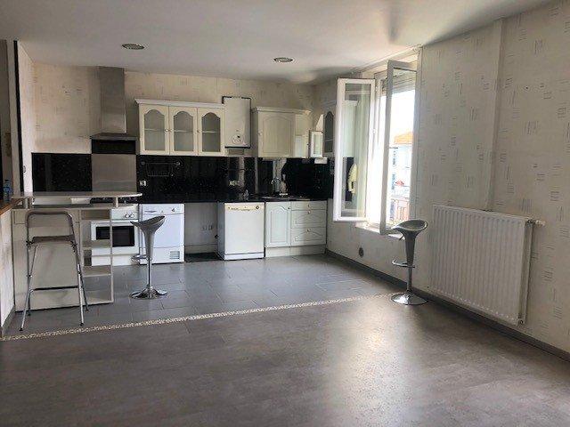 SAINT-GENEST-LERPT  Appartement T3 avec cuisine équipée