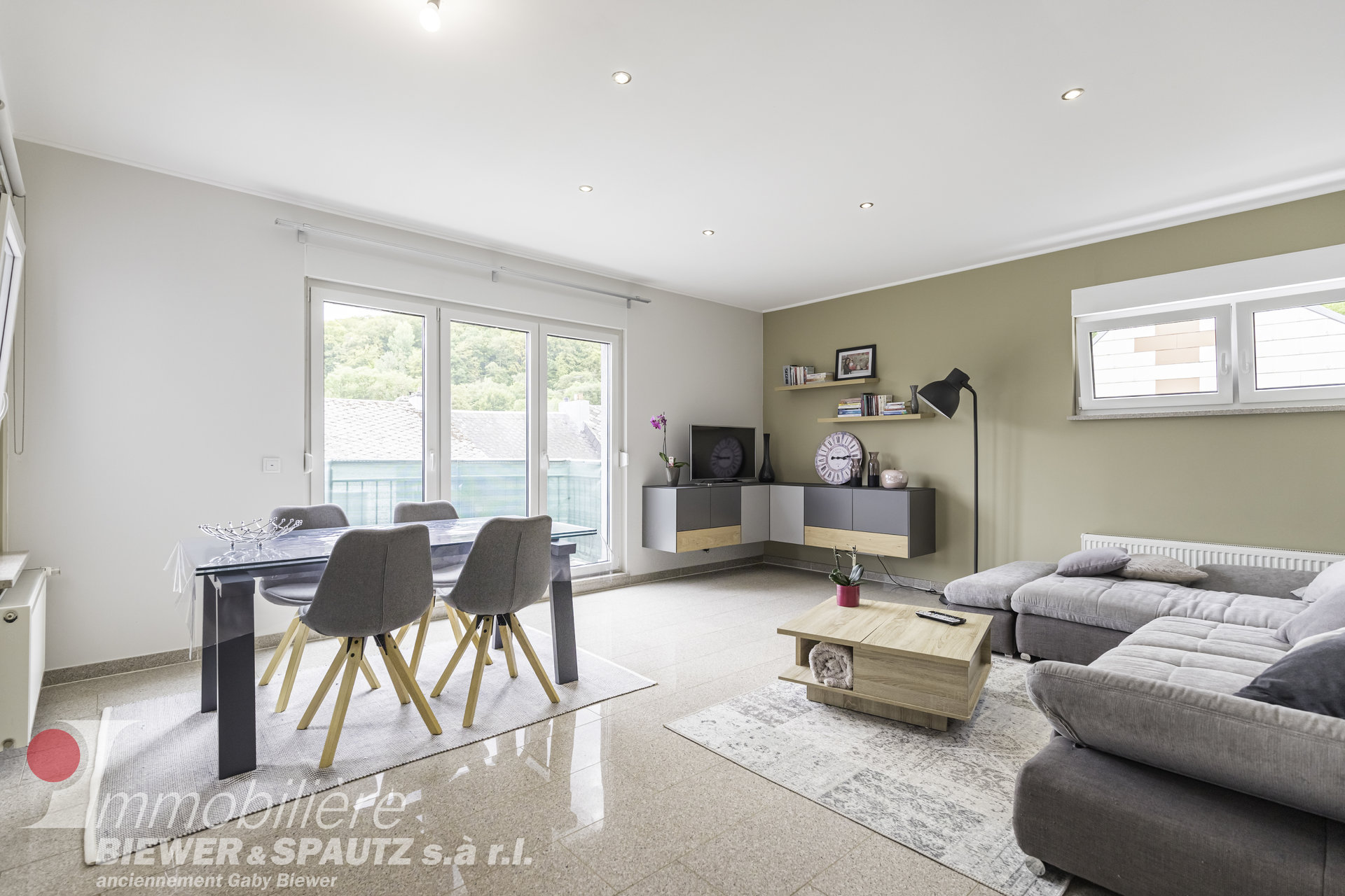 TO SELL - penthouse with 3 bedrooms in Niederkorn
