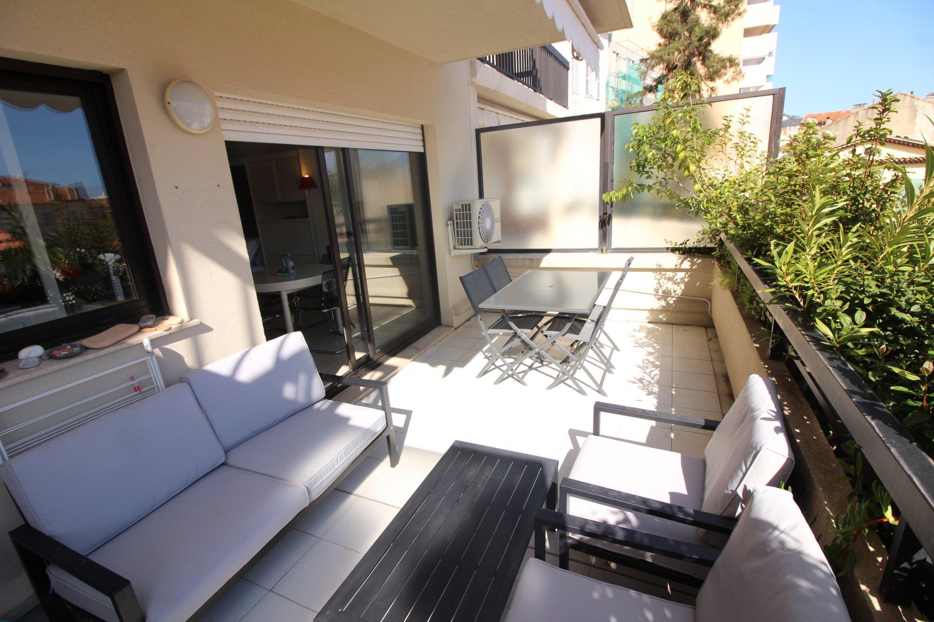Cannes Banane, Studio avec terrasse sud