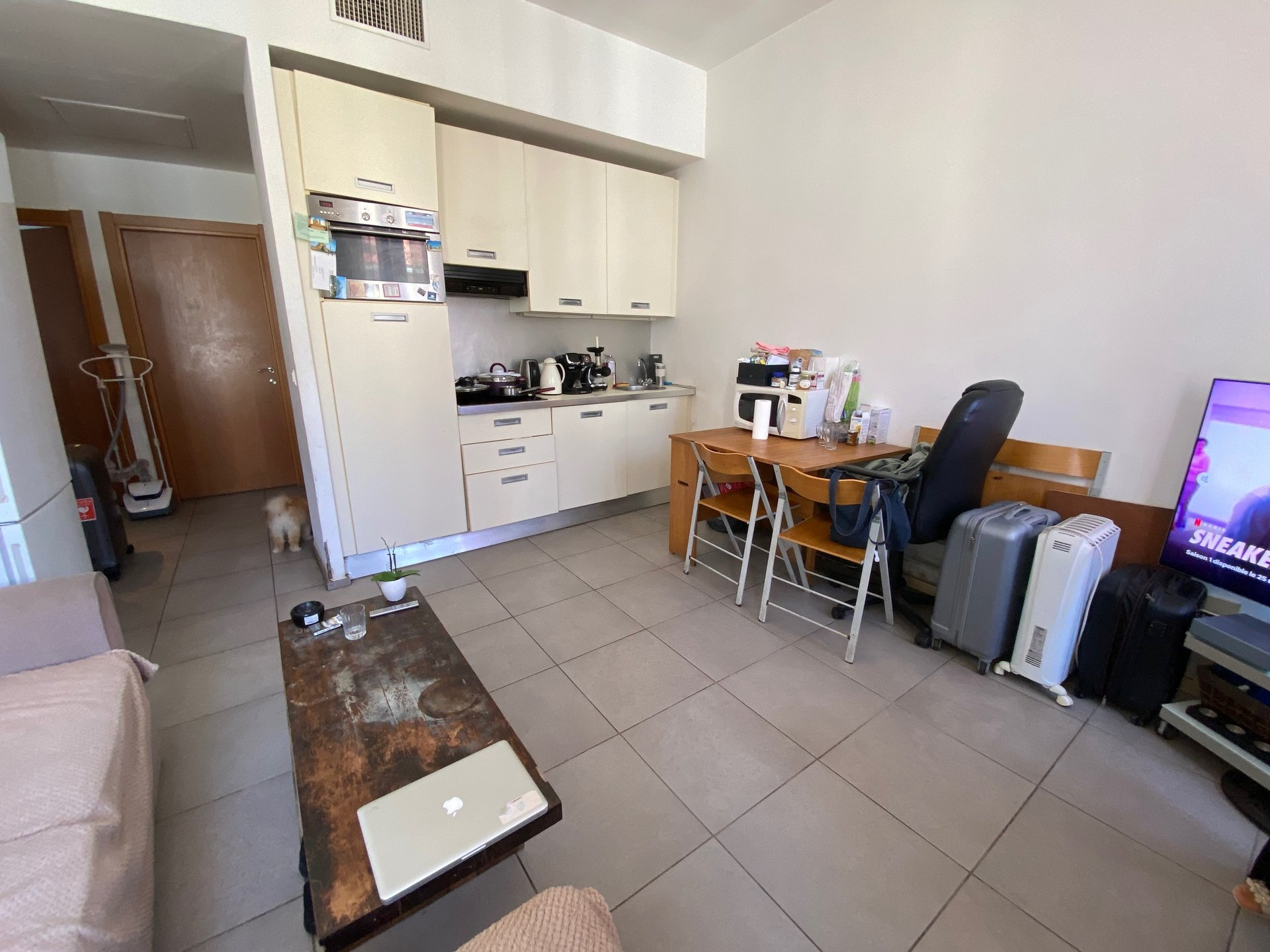 CANNES BANANE SALE 3 ROOMS