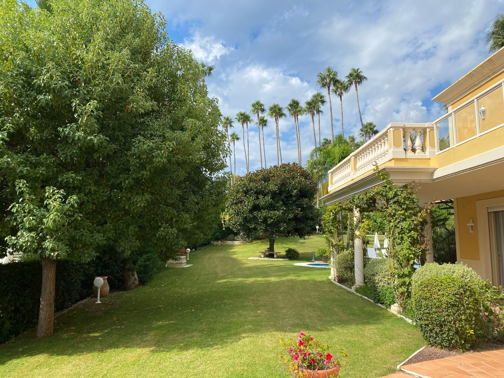 Cannes - Californian villa in a prestigious gated domain
