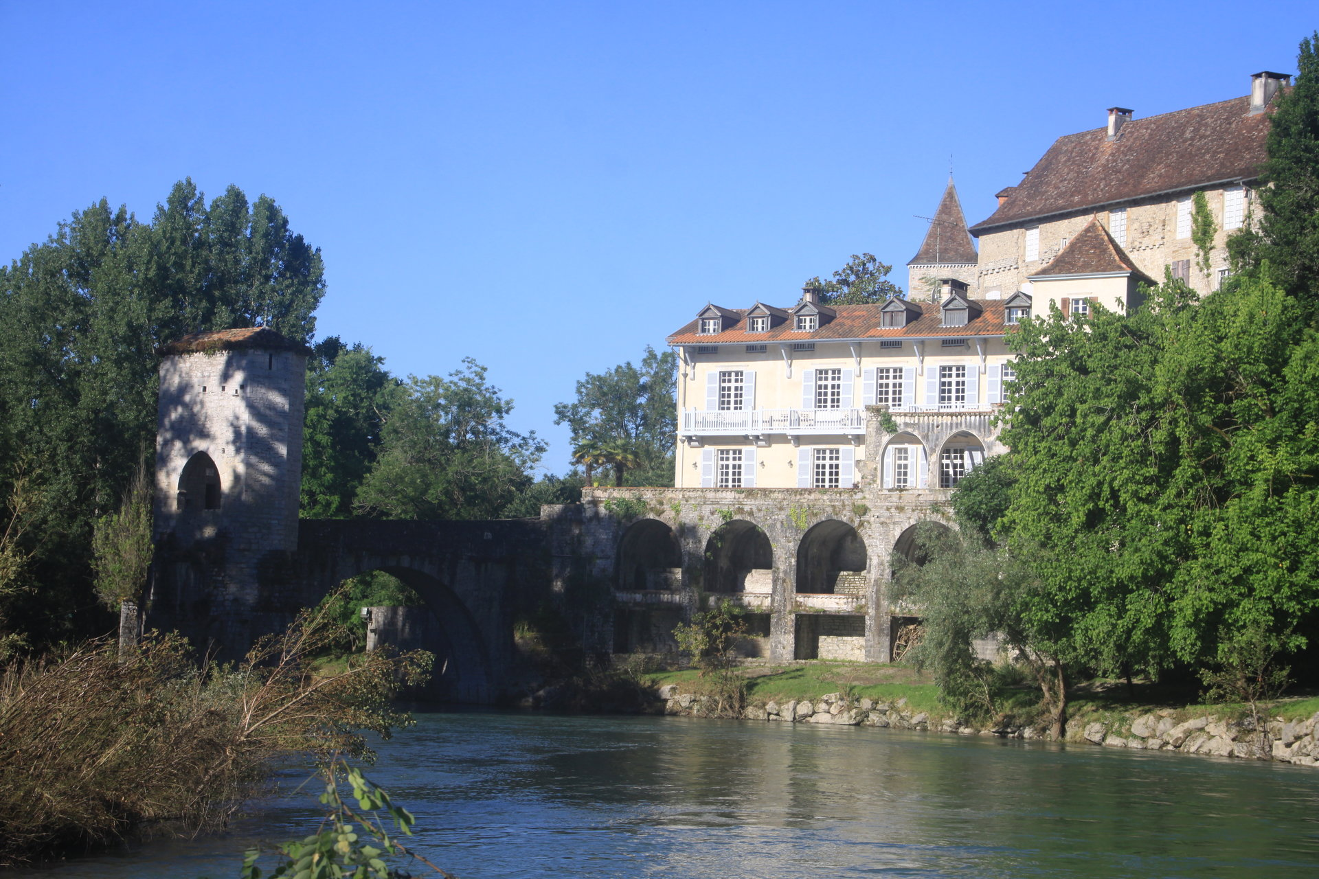 Charming property with business potential and superb views of the Oloron river