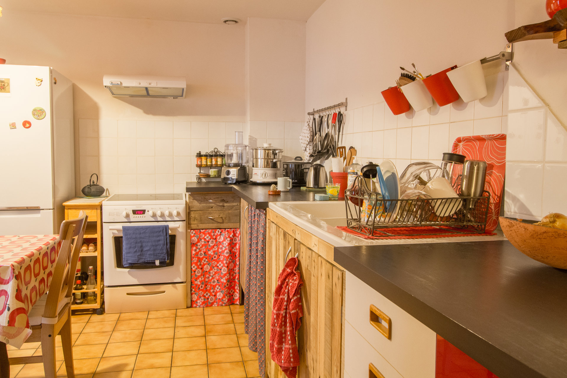 CUTE HOUSE WITH COURTYARD LOCATED CLOSE CENTRE ARLES