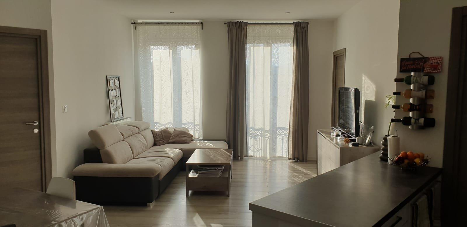 Appartement T4 90m² avec balconnet en plein centre ville