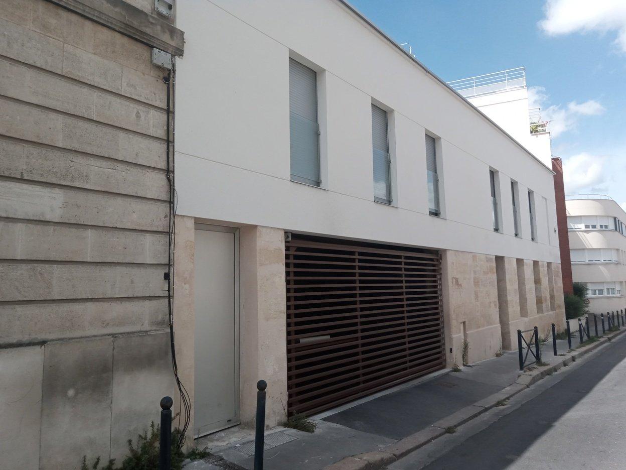 Place de parking dans immeuble rénové en 2019