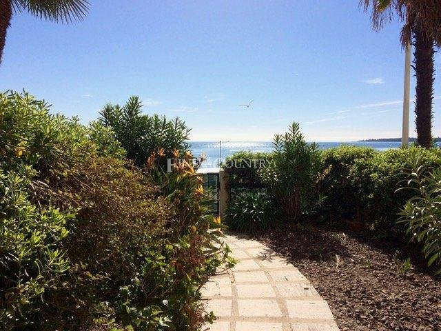 Beachfront Apartment For Sale in Cannes, Palm Beach