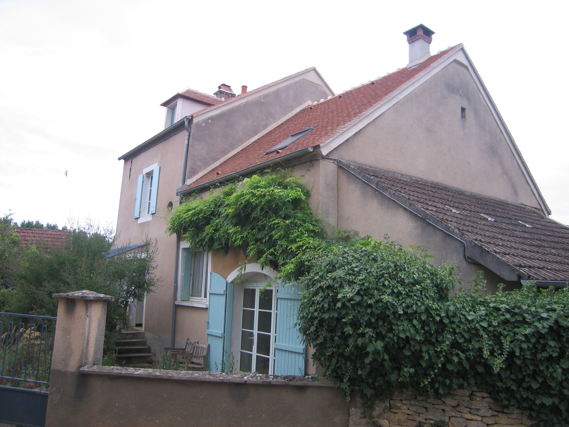 Cosy village house for sale near VEZELAY.