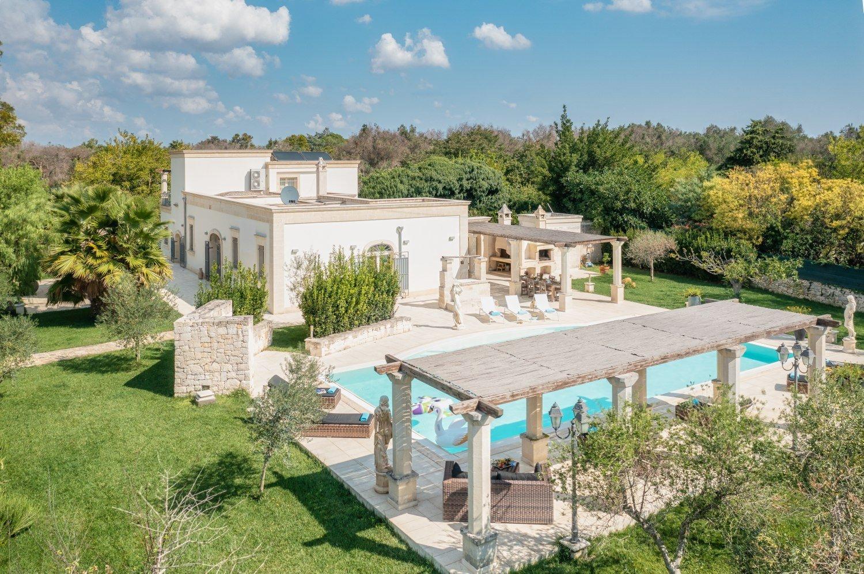 Villa con piscina, 3 camere, giardino e dependance
