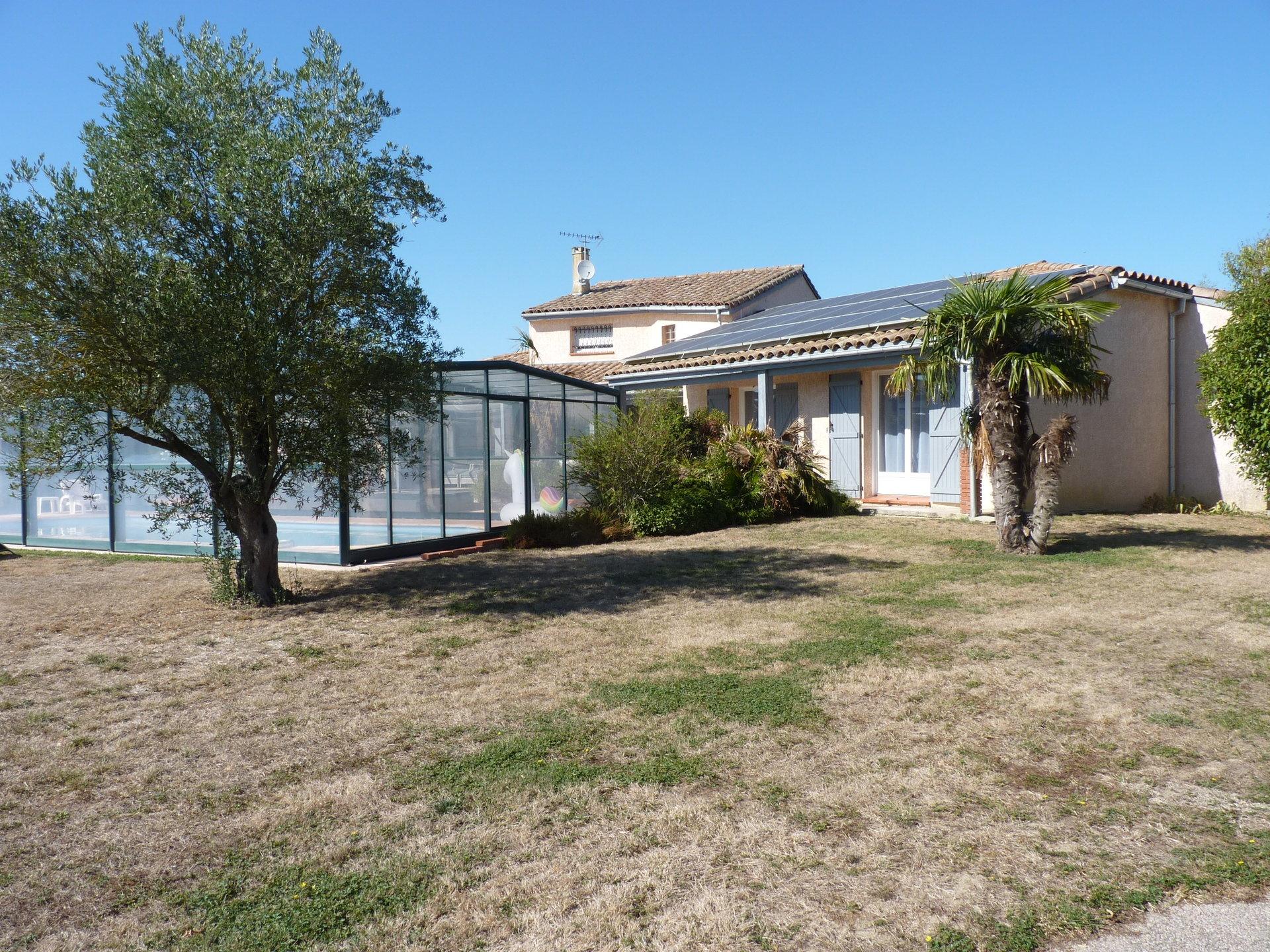 Proche de St Hilaire, belle maison contemporaine avec piscine