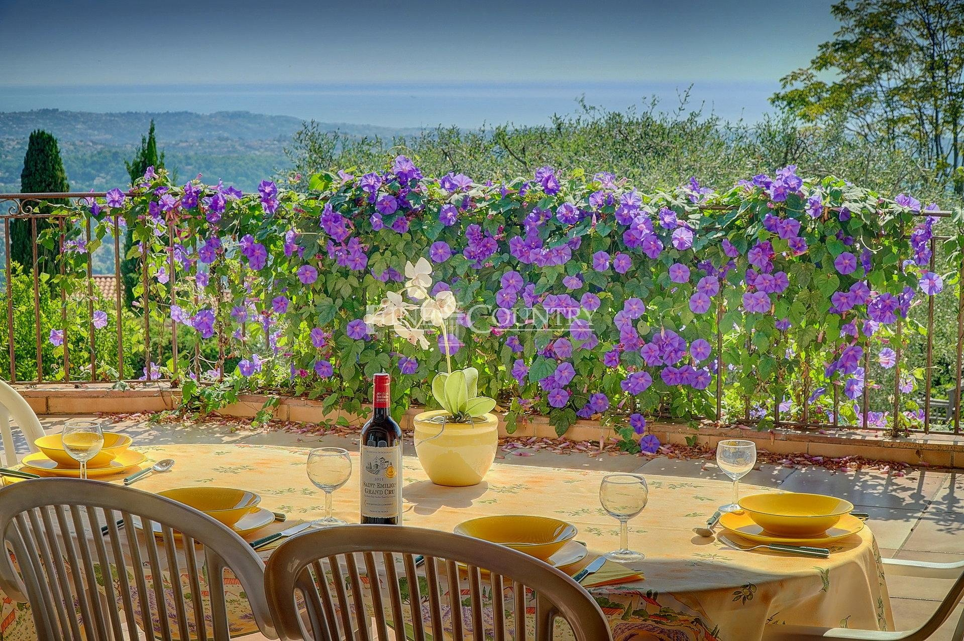 Villa for Sale in Vence with panoramic sea views