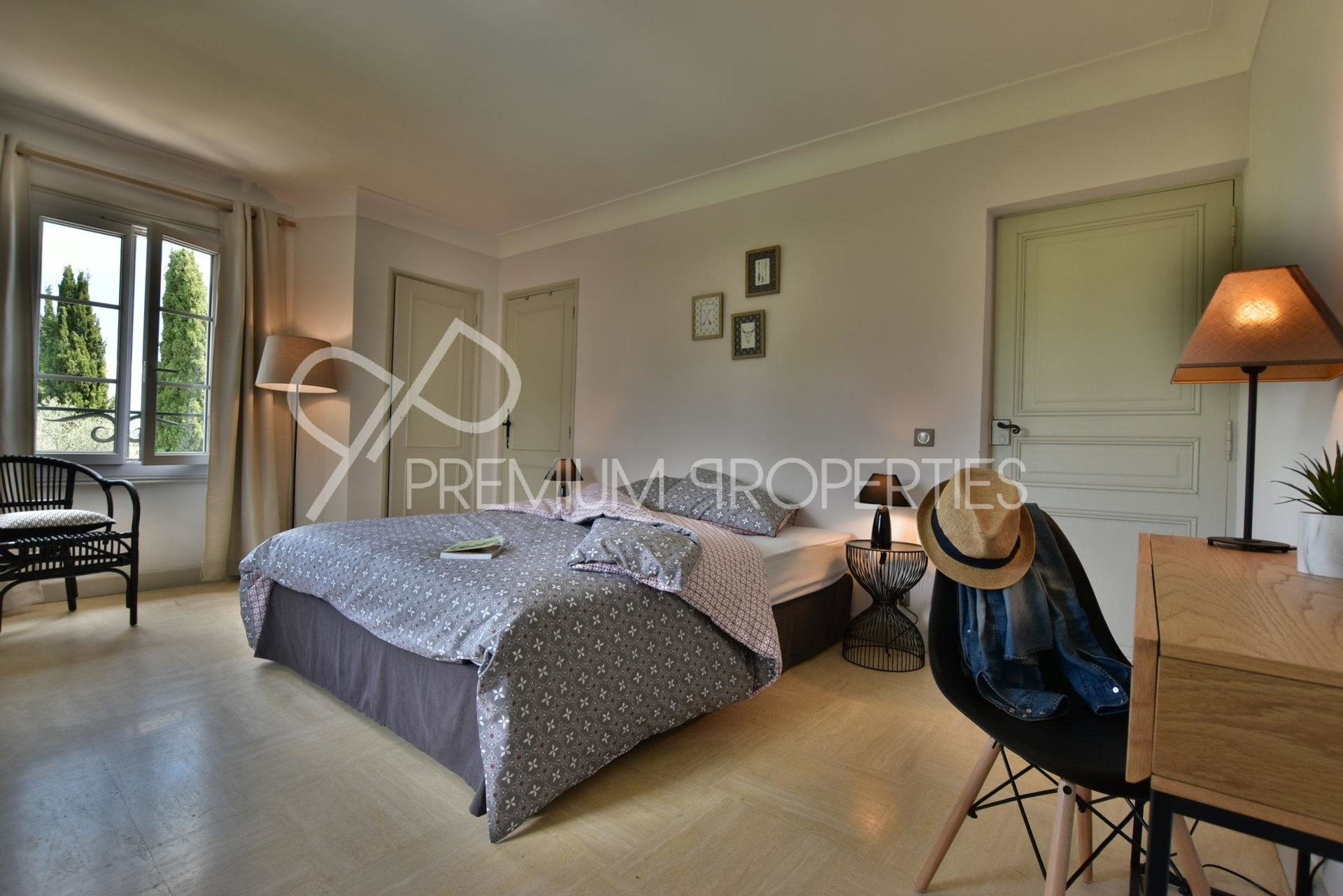CHARMING FULLY FURNISHED VILLA - SOUGHT AFTER AREA