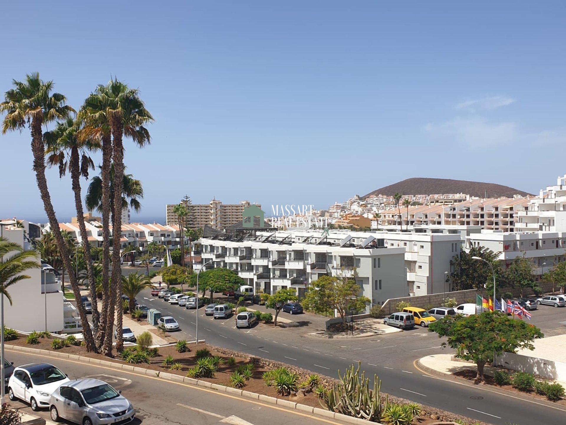 Estudio a reformar en el complejo residencial Summerland, a tan solo a 10 minutos a pie del centro de Los Cristianos.