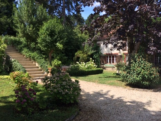Character property in Burgundy at 150 km from Paris