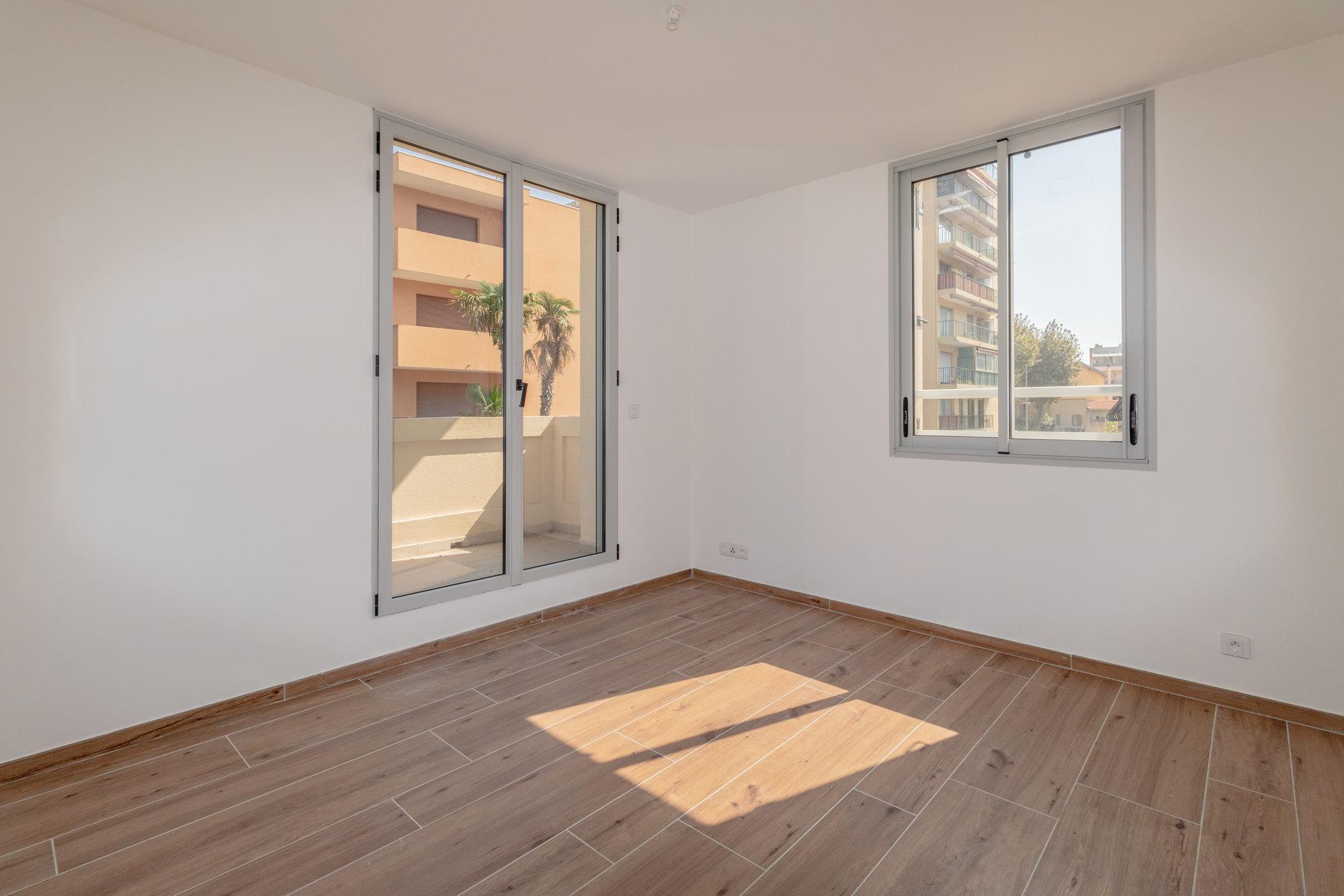 Juan-les-Pins dernier étage 3 pièces avec terrasse et parking