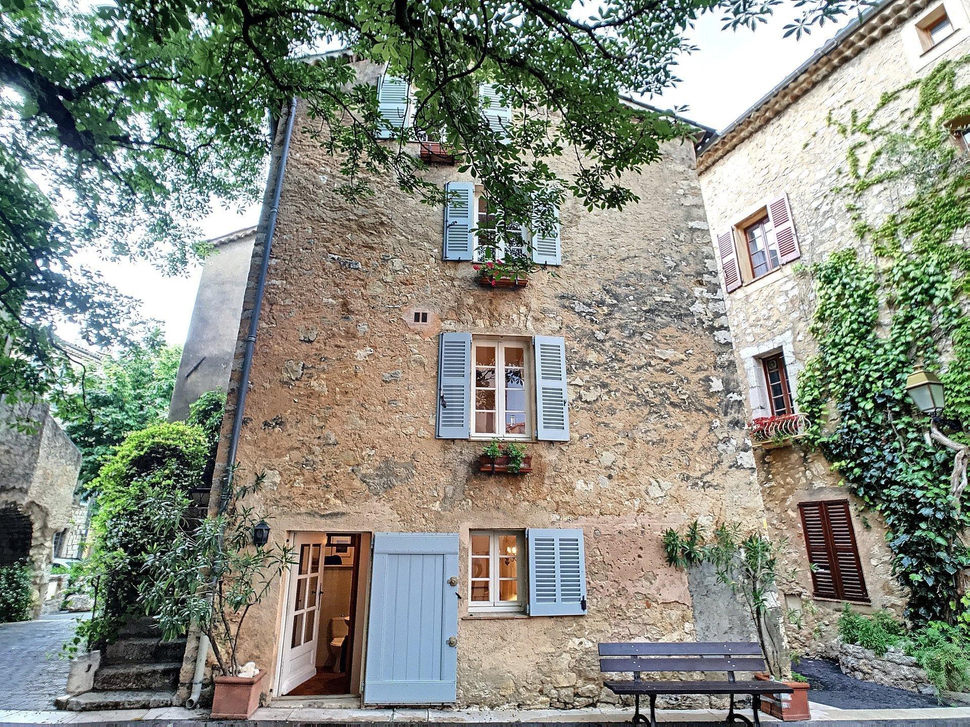 SALE VILLAGE HOUSE IN THE HEART OF SAINT-CEZAIRE-SUR-SIAGNE