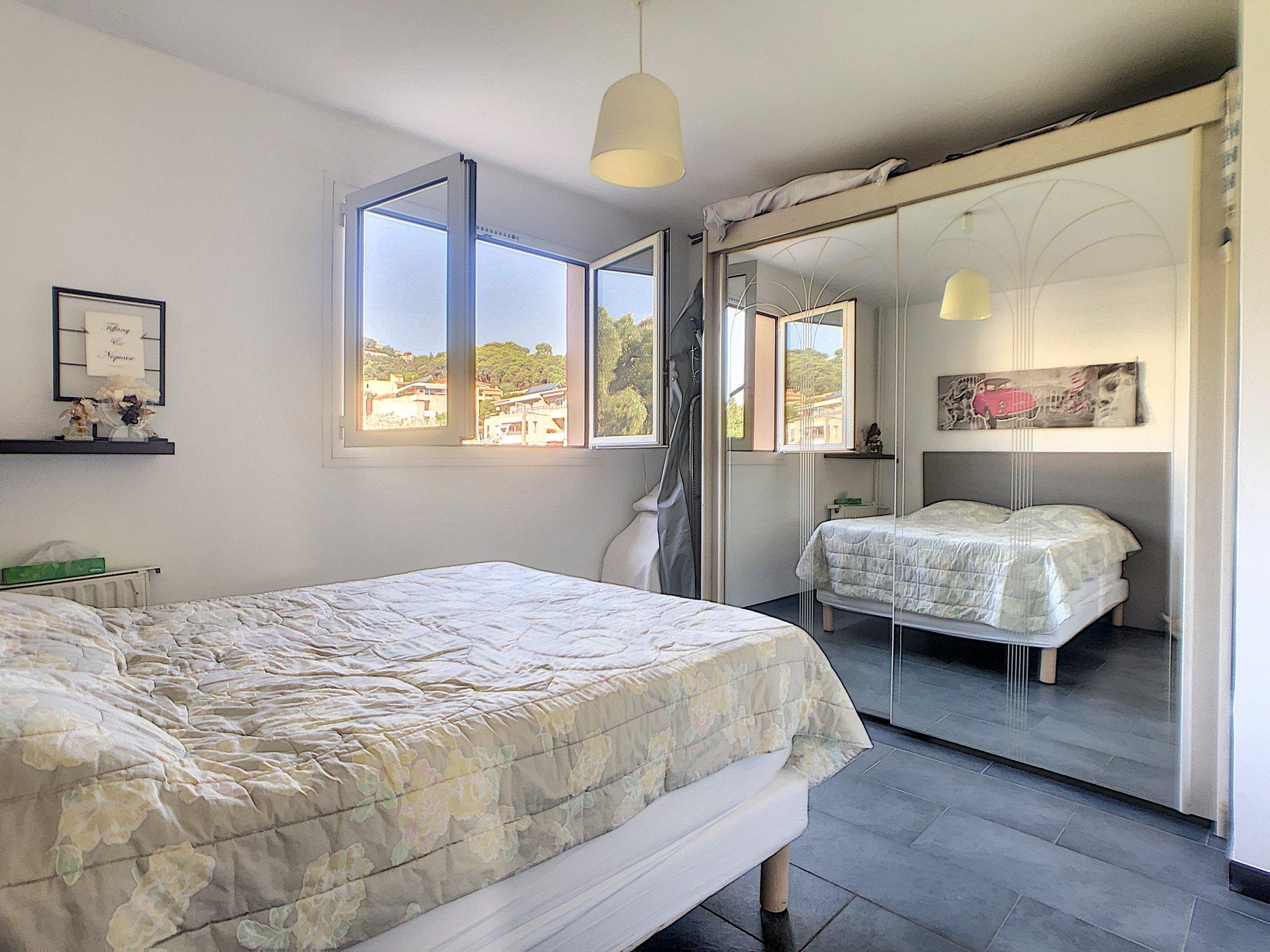 SAINT LAURENT DU VAR - (06700) - Appartement 4 pièces - Parking - Cave