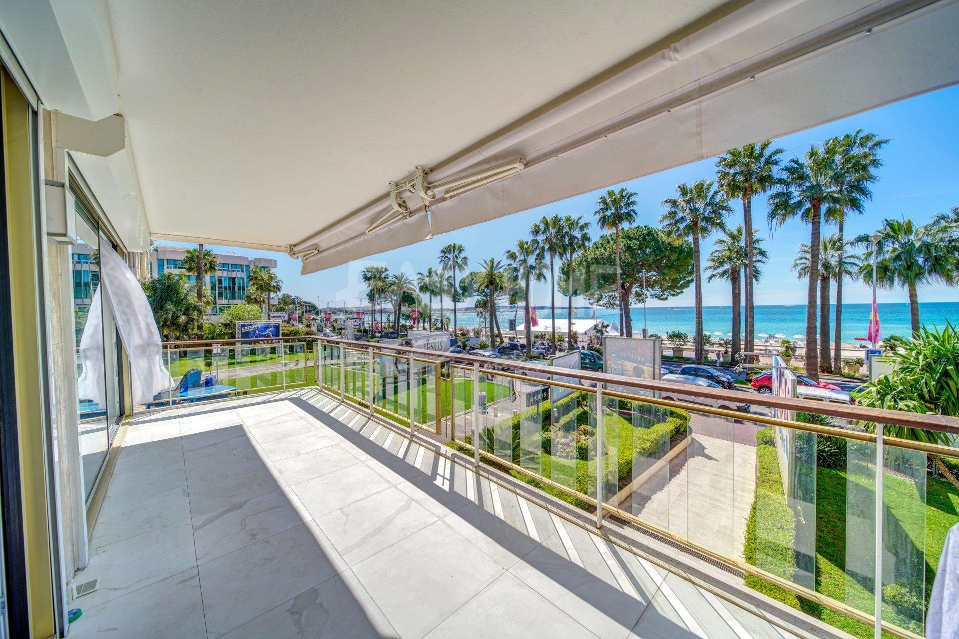 Purchase / Sale Magnificent apartment on the Croisette in Cannes