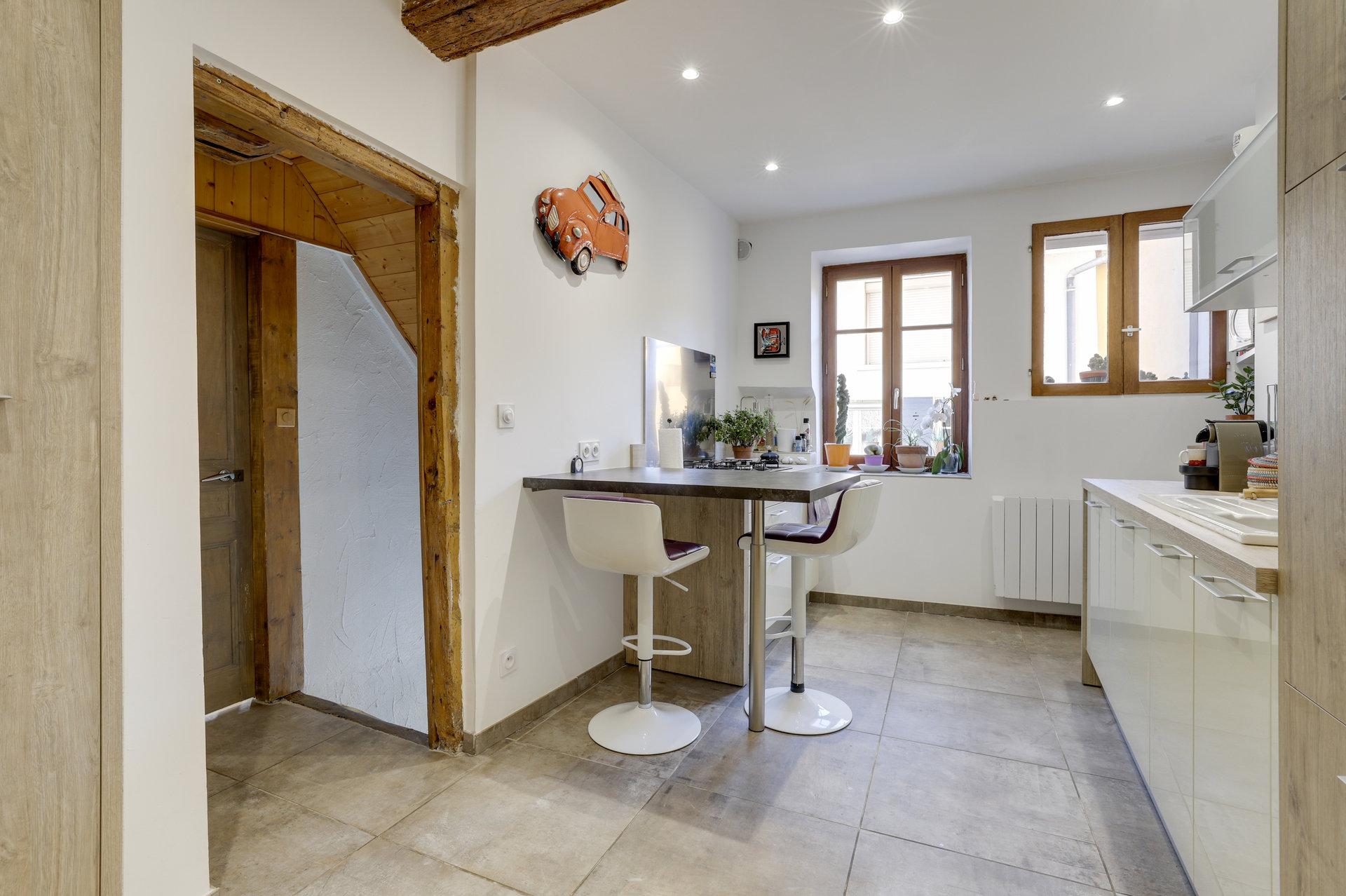 Saint Symphorien d'Ozon, Maison de village avec garage