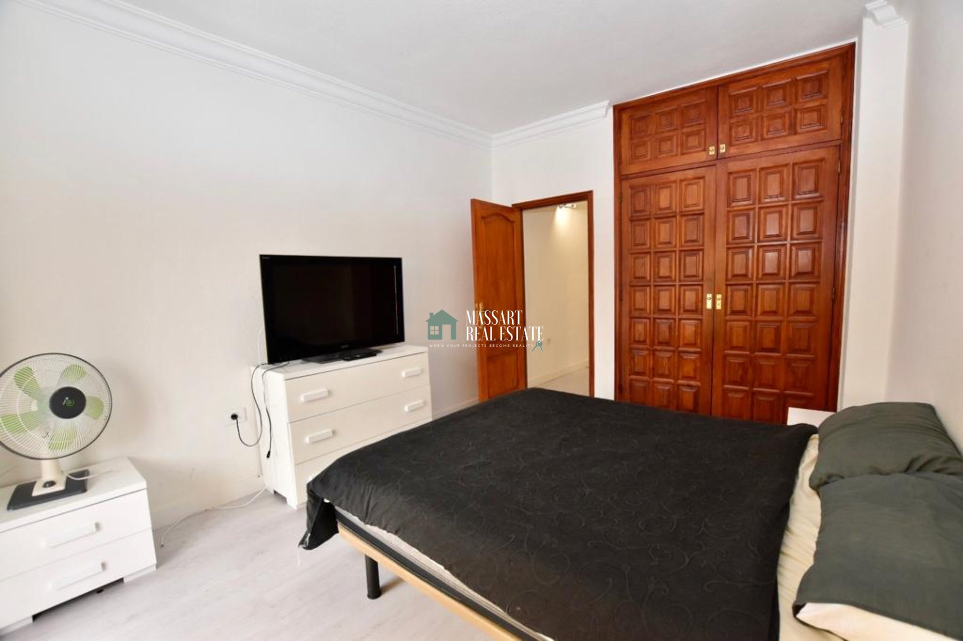 156 m2 apartment characterized by its strategic location, in the center of Adeje, as well as its brightness and good distribution.