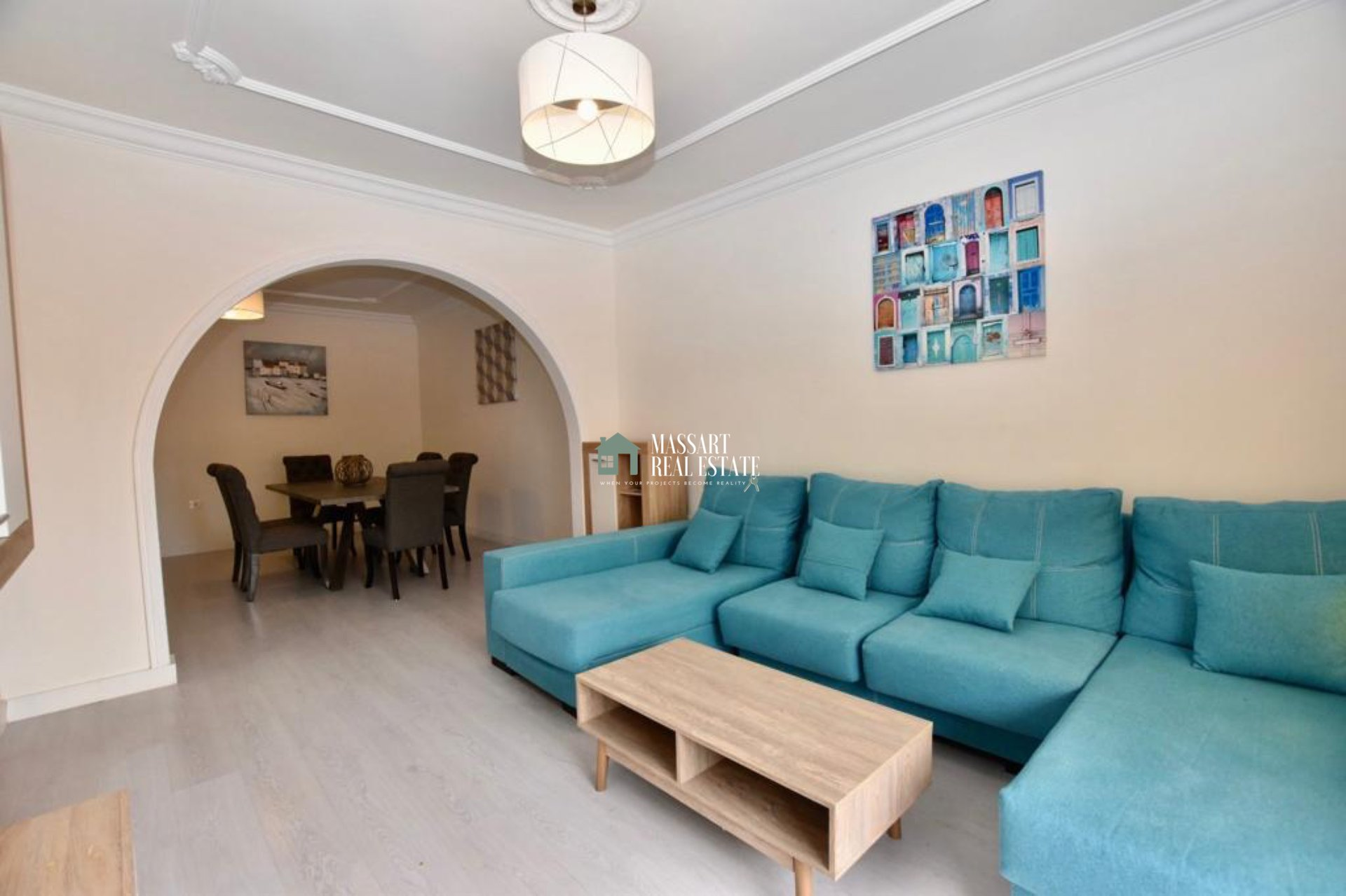 Appartamento di 156 m2 caratterizzato dalla sua posizione strategica, nel centro di Adeje, nonché dalla sua luminosità e buona distribuzione.