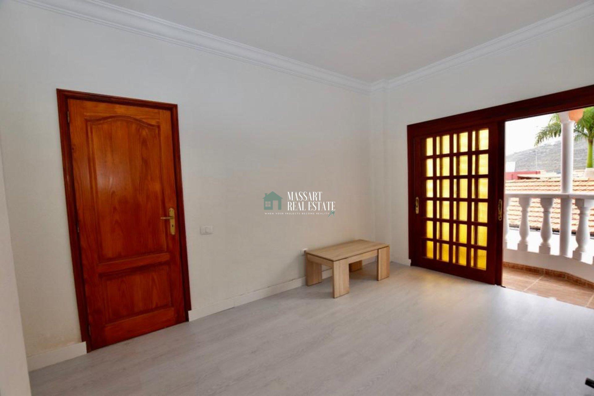 Appartement de 156 m2 caractérisé par son emplacement stratégique, au centre d'Adeje, ainsi que par sa luminosité et sa bonne distribution.