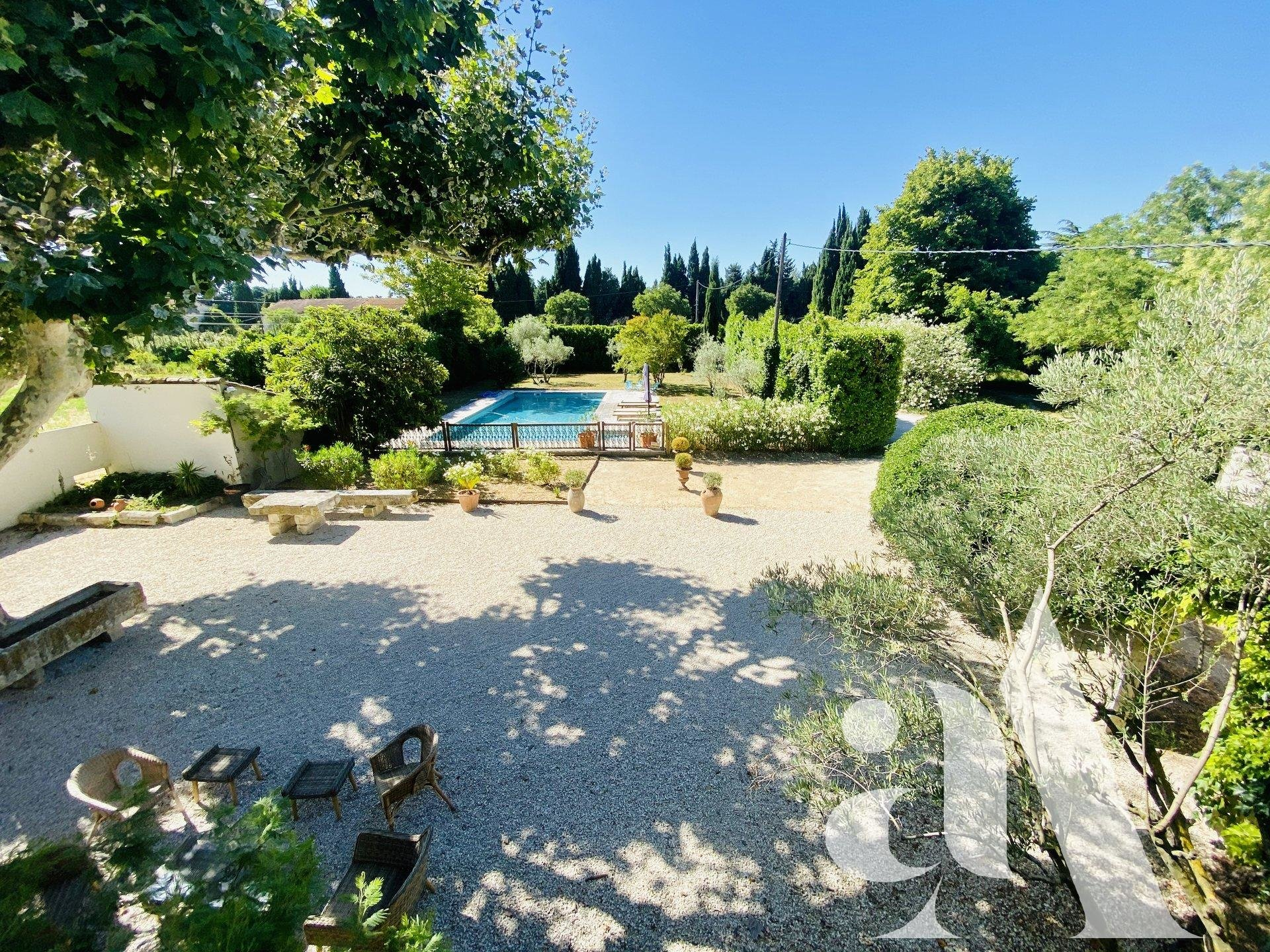 MAS SARRAZIN-CHATEAURENARD - 7 peoples- 4 bedrooms