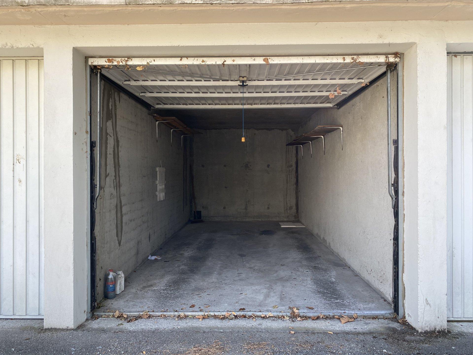 Vénissieux - Garage 12 m2