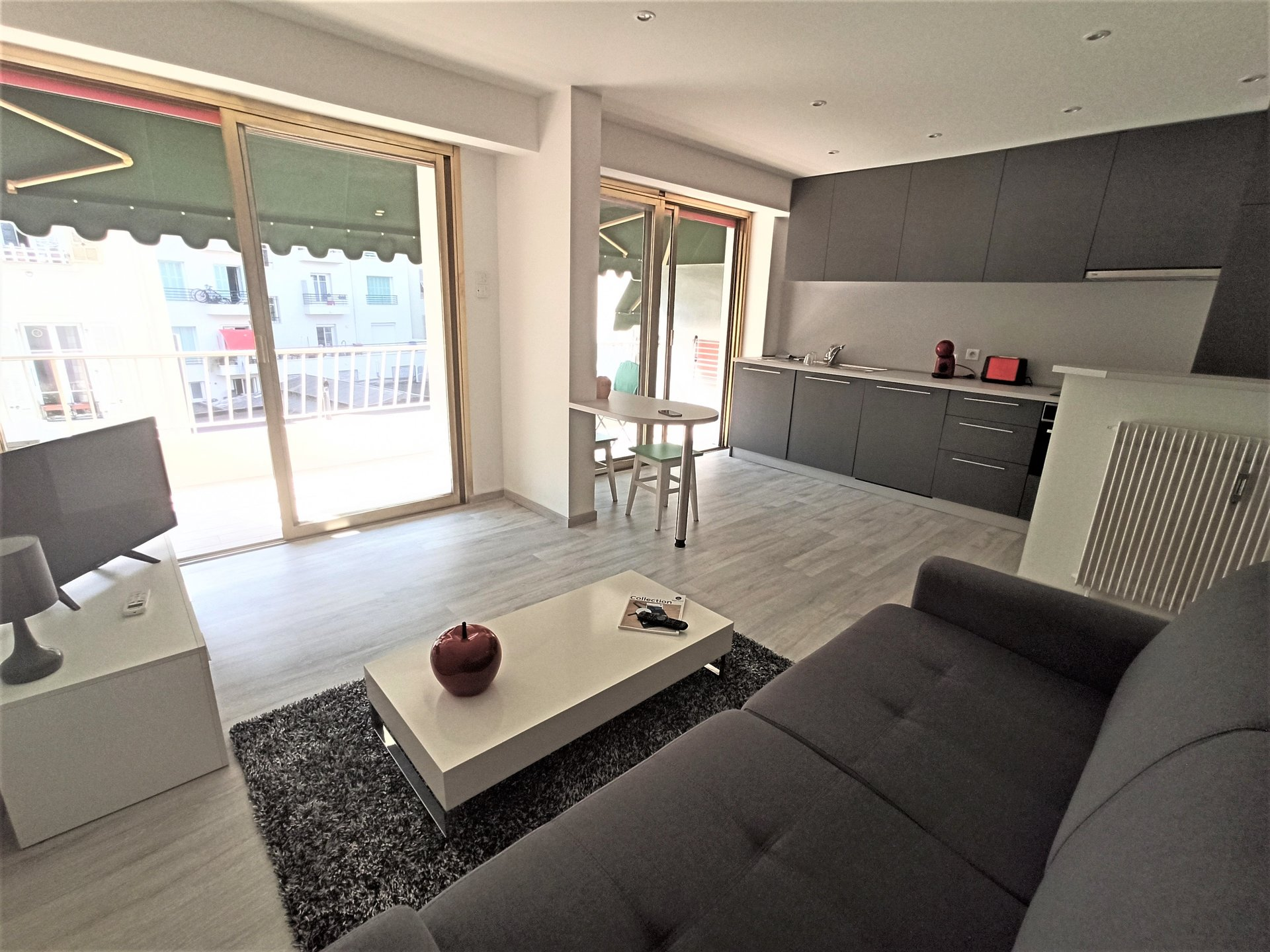 A MUST TO SEE  Superb Studio Renovated