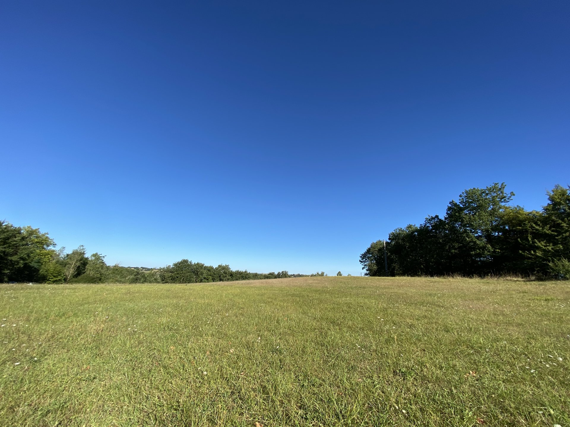 Magnificent building plot of 8616m² with more than one hectare of non building land.